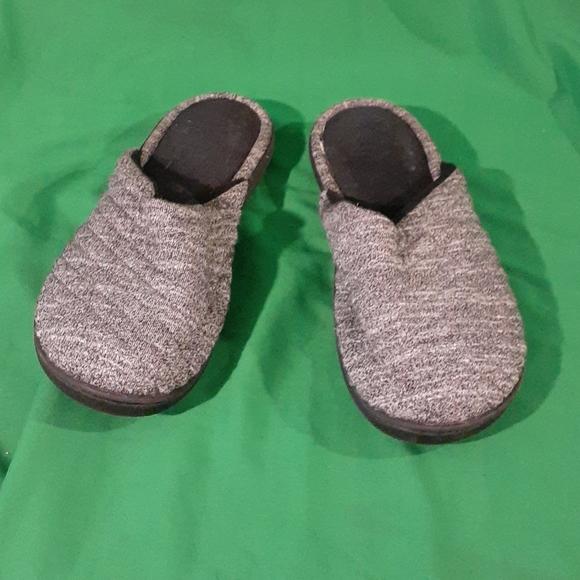 Isotoner sz 8.5/9  gray comfy slippers